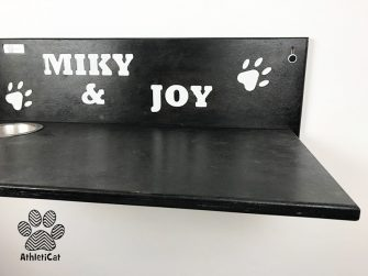 Cat shelf with name and bowls